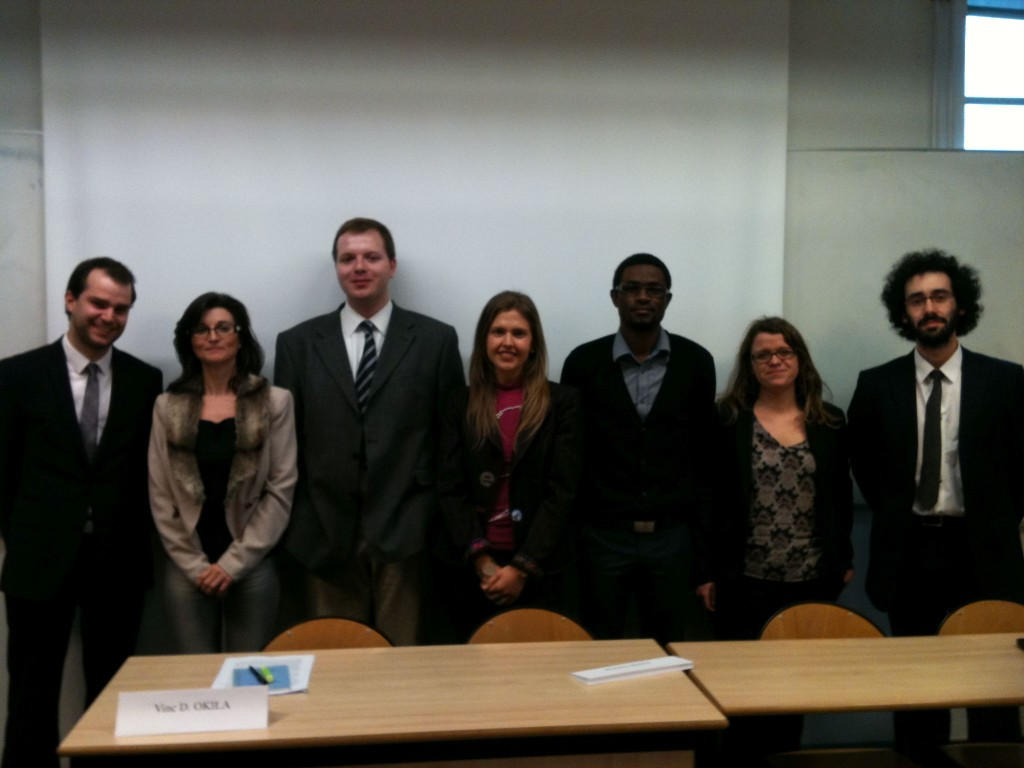 les jeunes chercheurs participant à la demi-journée à Lyon, autour de Mme la Professeure A. Geslin
